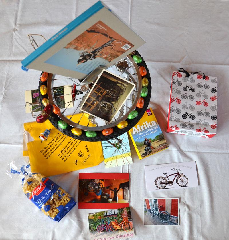 Velo Velo Velo - in Form von Karten, Büchern, Gutscheinen bis hin zu einer Skulptur.