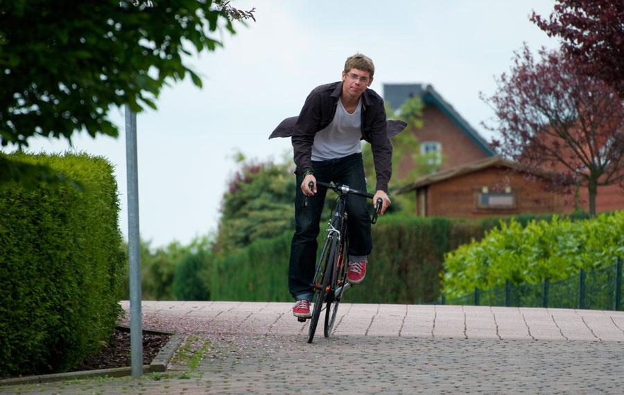 Der Jungunternehmer in voller Fahrt: Patrick Held auis Bückeburg, der mit 18 seinen Veloladen eröffnet hat.