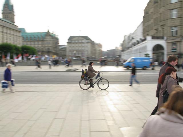 Einfach praktisch: Kindertransport per Velo. (Bild: