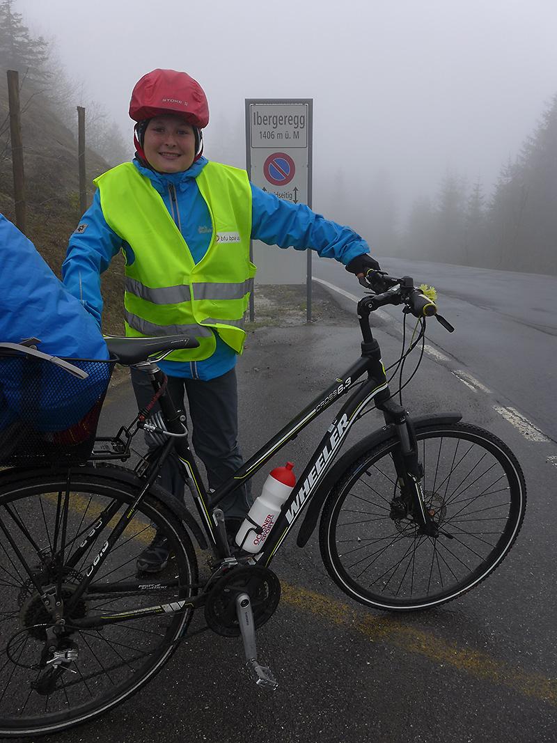 IM Nebel auf der Ibergeregg: Auch Cédric, der jüngste, hat es geschafft.