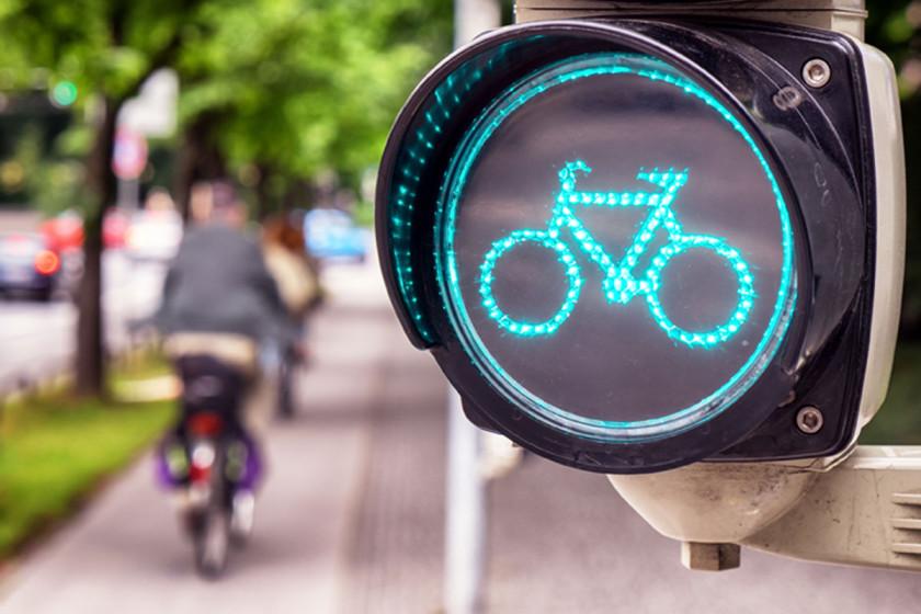 Grün und freie Fahrt für Velofahrerinnen und Velofahrer: Dies fordert der Luzerner CVP-Nationalrat Ruedi Müller in einem Vorstoss.