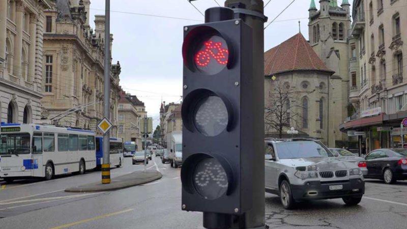 Vorfahrt für das Velo? Oder den fetten BMW? Die Meinungen gehen auseinander. | © 2014 Dominik Thali