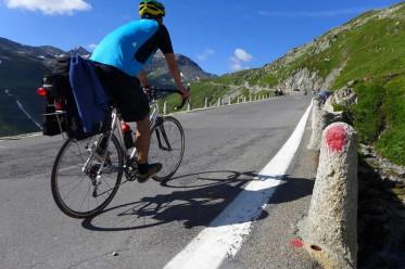 Pedalumdrehung für Pedalumdrehung die längsten Berge hoch: ausreichend trainiert die reine Freude. | © 2013 Dominik Thali