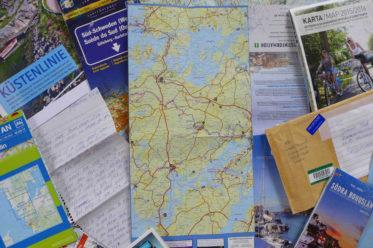 Kartenmaterial, aus Göteborg zugeschickte Prospekte, ein handgeschriebener Brief: die Grundlage für steigende Ferienfreude.   © 2016 Dominik Thali