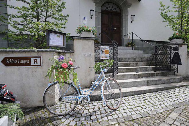 Einladend: die reformierte Kirche Laupen BE ist eine von vielen Velowegkirchen entlang der Herzroute im Kanton Bern. | © 2016 Mauro Mellone